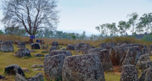 Plain of Jars – Ebene der Tonkrüge